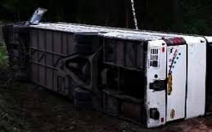 İspaniyada tələbələri daşıyan avtobus qəzaya düşüb: 14 ölü