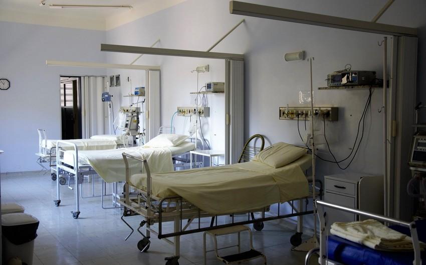 Bakıda eyvandan yıxılan qadın xəstəxanada öldü