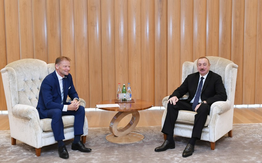 Prezident İlham Əliyev Avropa İnvestisiya Bankının vitse-prezidenti ilə görüşüb