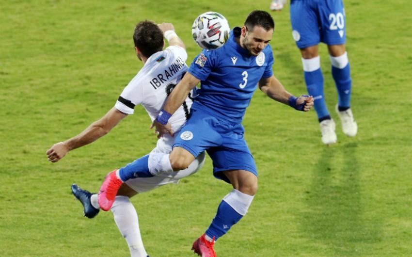 Albaniyalı azarkeş millimizin oyununu eyvandan izlədi