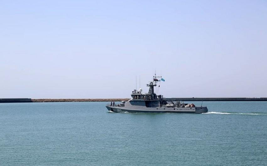 Qazaxıstanın hərbi gəmisi Bakı limanını tərk edib - VİDEO