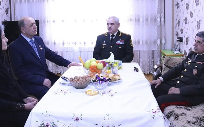 Dövlət Komitəsi bir qrup şəhid ailəsinə bayram sovqatı çatdırıb