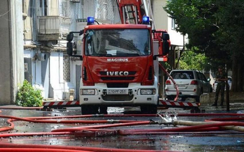 Xəzər rayonunda 3 otaqlı ev yanıb