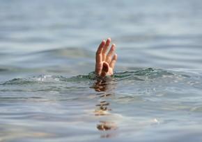 Salyan sakini dənizdə batıb