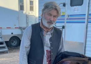 Болдуин пришел на церемонию прощания со случайно застреленной кинооператором