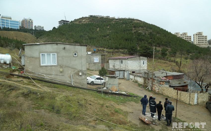 ETSN: Bayıldakı sürüşmə zamanı bir ev dağılıb, bir neçə evin divarlarında çatlar yaranıb