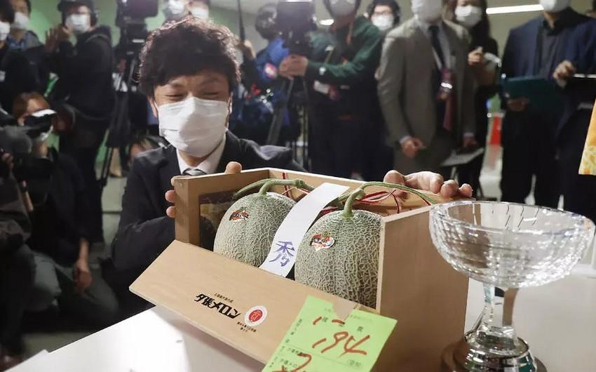 Yaponiyada bir cüt yemiş 25 min dollara satılıb