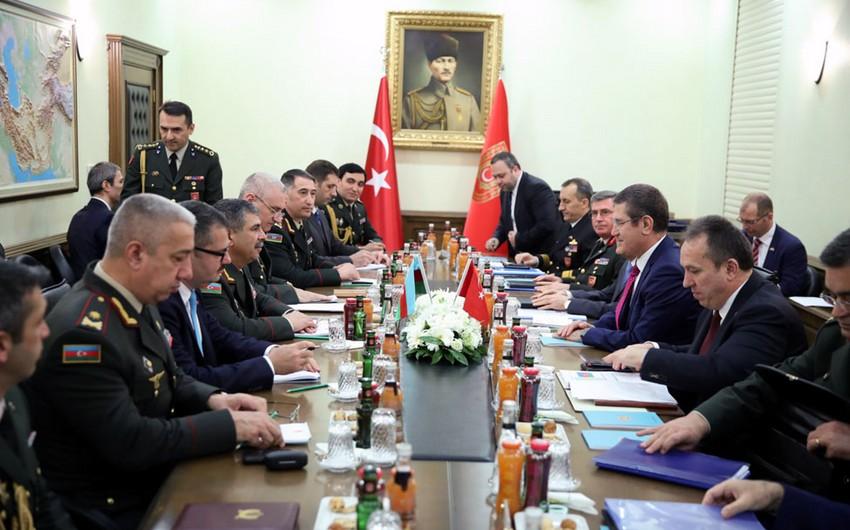 Министр обороны Азербайджана встретился со своим турецким коллегой