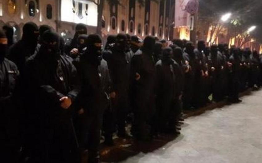 Tbilisinin gecə klubları xüsusi təyinatlılar tərəfindən təxliyyə edilib