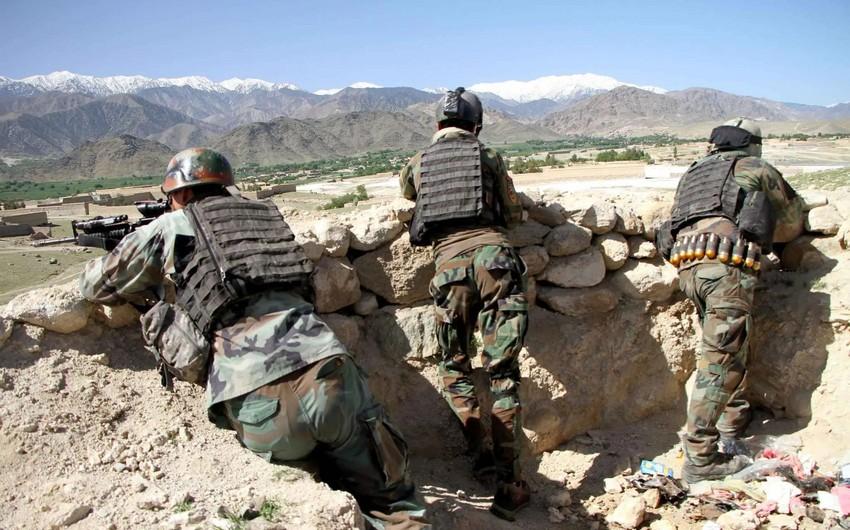 Əfqanıstanda hərbçilərlə silahlılar arasında atışma olub, 20 nəfər ölüb