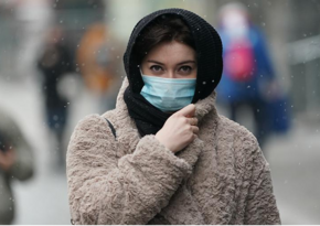 Эксперт назвал обязательным ношение маски после прививки от COVID-19