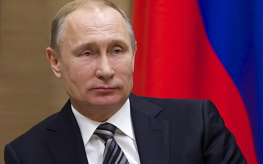 Vladimir Putin Rusiya müsəlmanlarını təbrik edib