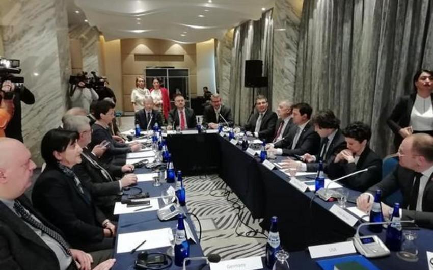 Gürcüstan hakimiyyəti müxalifətlə görüş keçirir