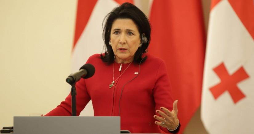 Gürcüstan prezidenti müxalifətin etiraz etdiyi qanuna veto qoymayıb