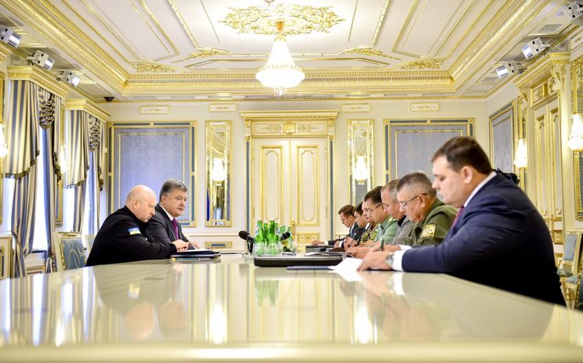 Ukrayna prezidenti XİN-ə Putin, Merkel və Ollandla əlaqə yaratmağı tapşırıb