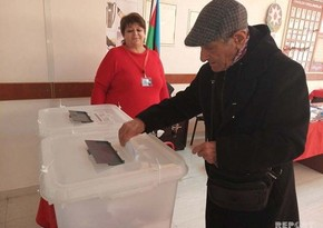 93-year-old man votes in municipal elections in Baku - PHOTO