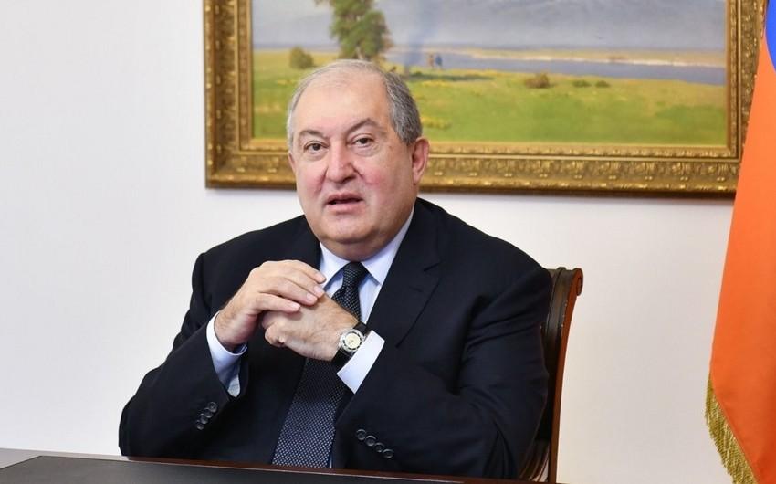 Ermənistan prezidenti ikinci pasportunu gizlətməkdə qınanılır