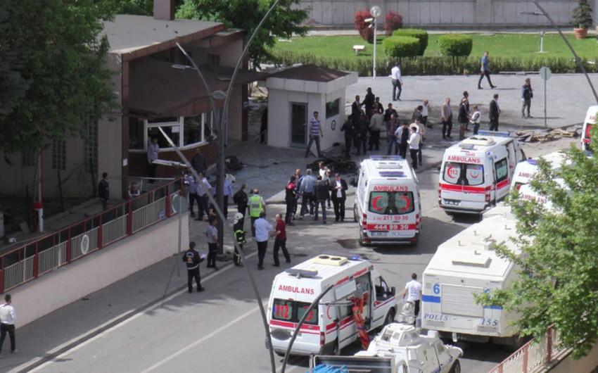 Türkiyədə jandarm idarəsinin qarşısında partlayış olub, yaralılar var