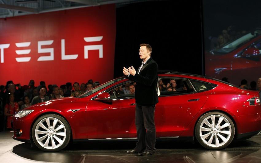 Teslanın ötən il itkisi 976 milyon dollar olub