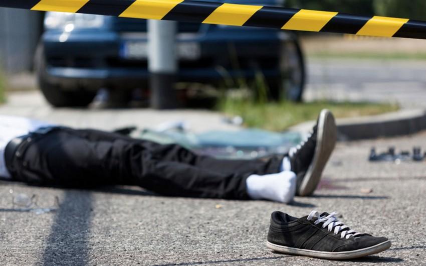 Ağdaşda avtomobil piyadanı vuraraq öldürüb