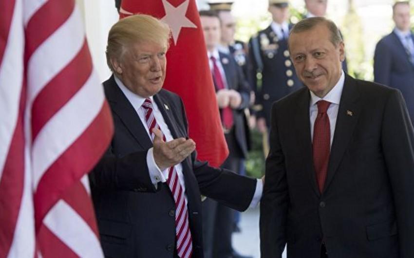 ABŞ və Türkiyə prezidentləri arasında telefon danışığı olub