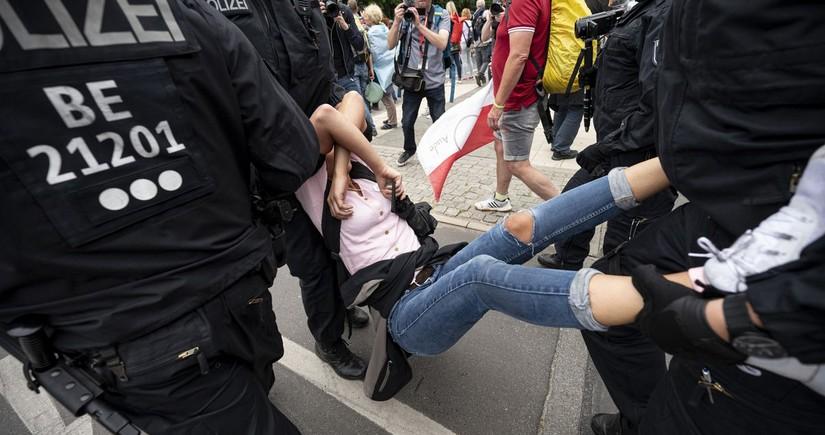 Almaniya polisi Berlində 600-ə yaxın etirazçını saxlayıb