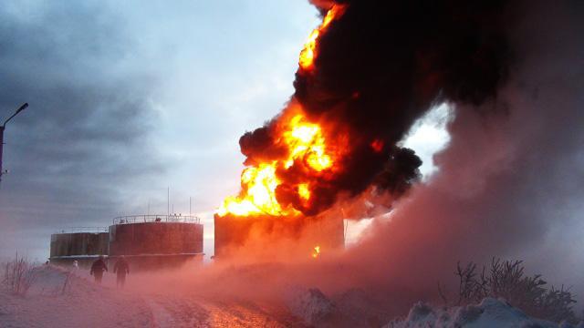 İranda neft emalı zavodu yanır