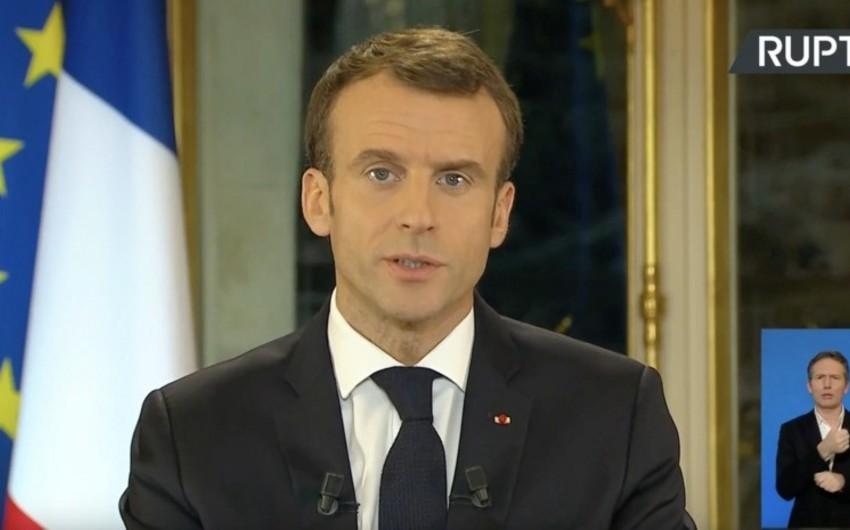 Fransa prezidenti ölkədə fövqəladə vəziyyət elan edib