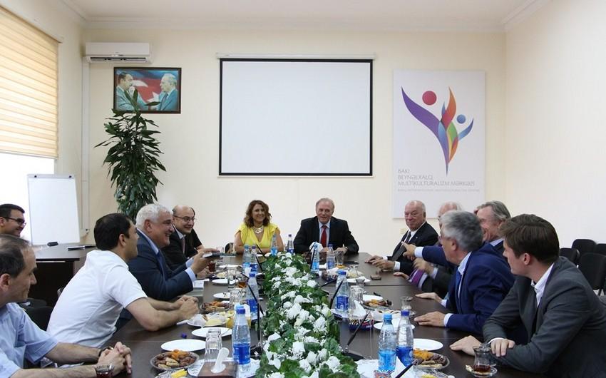Fransa senatorları Bakı Beynəlxalq Multikulturalizm Mərkəzində olub