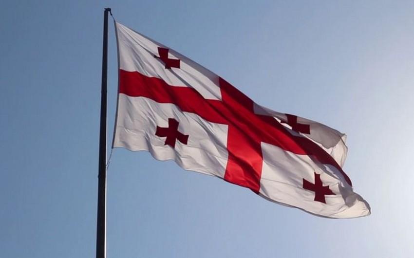 Gürcüstanda dövlət bayraqları endirilib