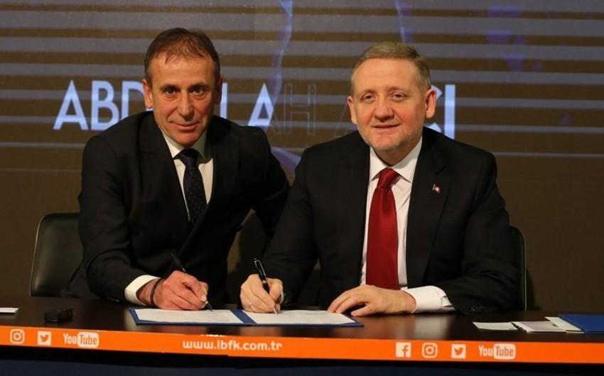 Türkiyə Super Liqasının lideri baş məşqçisi ilə uzunmüddətli müqavilə imzalayıb