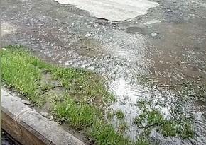 Partlayan su borusunun təmiri daha ciddi problemlərə səbəb oldu - VİDEO