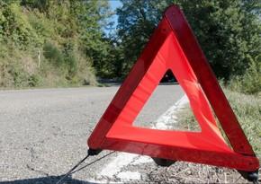 В Агдаше перевернулся автомобиль, пострадали три члена одной семьи