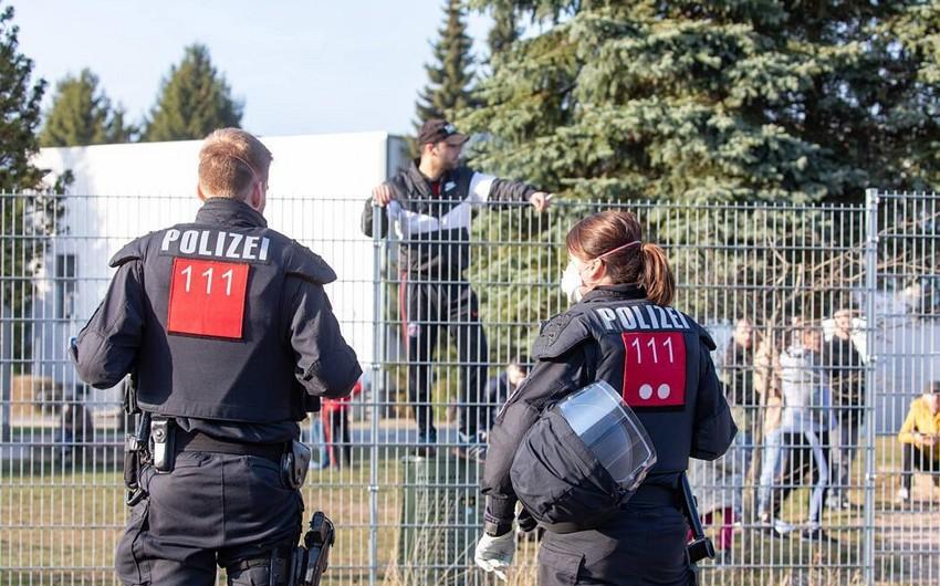 Almaniyada qaçqın düşərgəsinə polis basqını: saxlanılanlar var