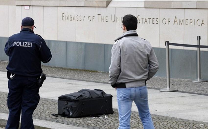 Berlində ABŞ səfirliyi yaxınlığında bomba ilə təhdid edən şəxs həbs olunub