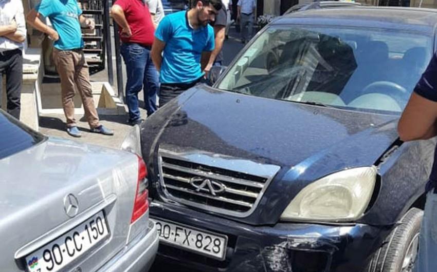 Bakıda iki avtomobil toqquşub - FOTO