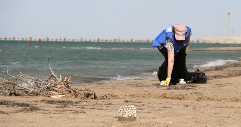 Xəzər dənizinin sahil zolağının təmizlənməsi işləri davam edir