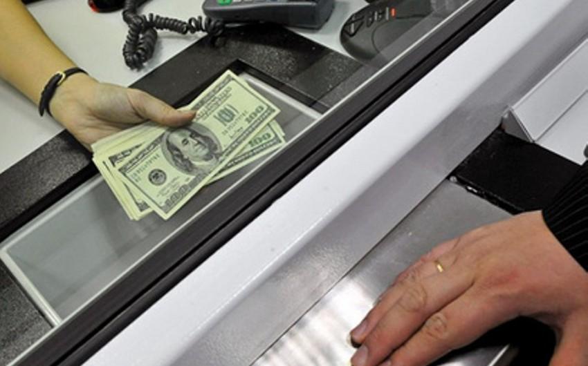 Azərbaycan əhalisinin nağd dollar alışı kəskin artıb