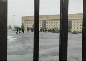 В Армении родители без вести пропавших солдат прорвались к зданию минобороны