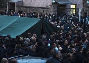 Yerevanda müxalifətçilər parlamentin binası qarşısında toplaşıb