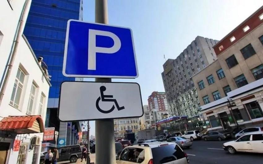 Проживающим в домах у обочин будут выдавать талоны для бесплатной парковки автомобилей