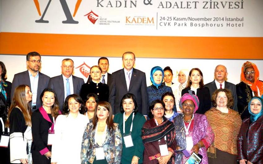 Azərbaycan nümayəndə heyəti beynəlxalq qadın sammitində iştirak edib