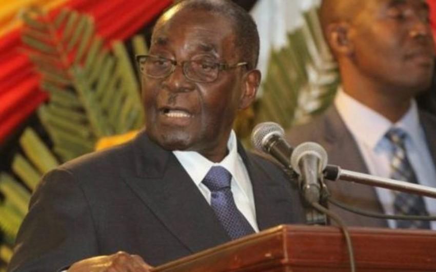 Muqabe Zimbabve hakim partiyasının rəhbəri postundan kənarlaşdırılıb