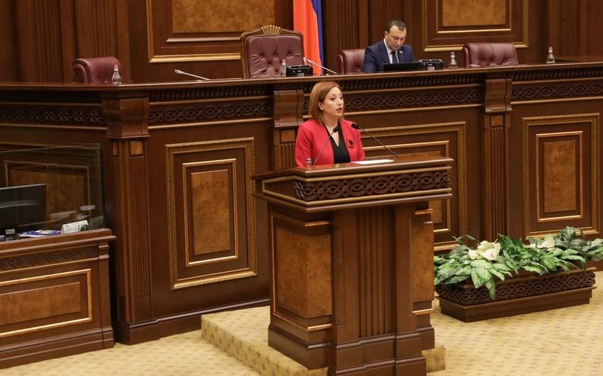 Ermənistanda deputat mandatdan imtina edib
