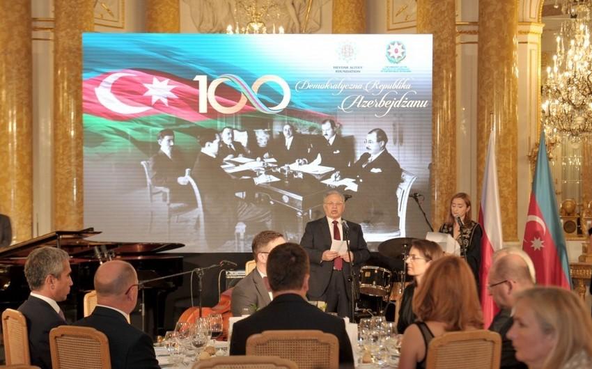 Heydər Əliyev Fondunun təşkilatçılığı ilə AXC-nin 100 illiyi Varşavada qeyd edilib