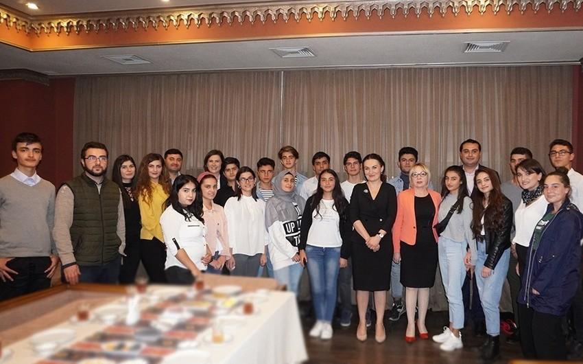 Gürcüstanın dövlət naziri azərbaycanlı gənclərlə görüşüb