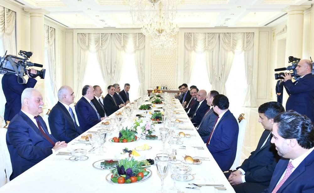 Президенты Азербайджана и Афганистана присутствовали на совместном рабочем обеде
