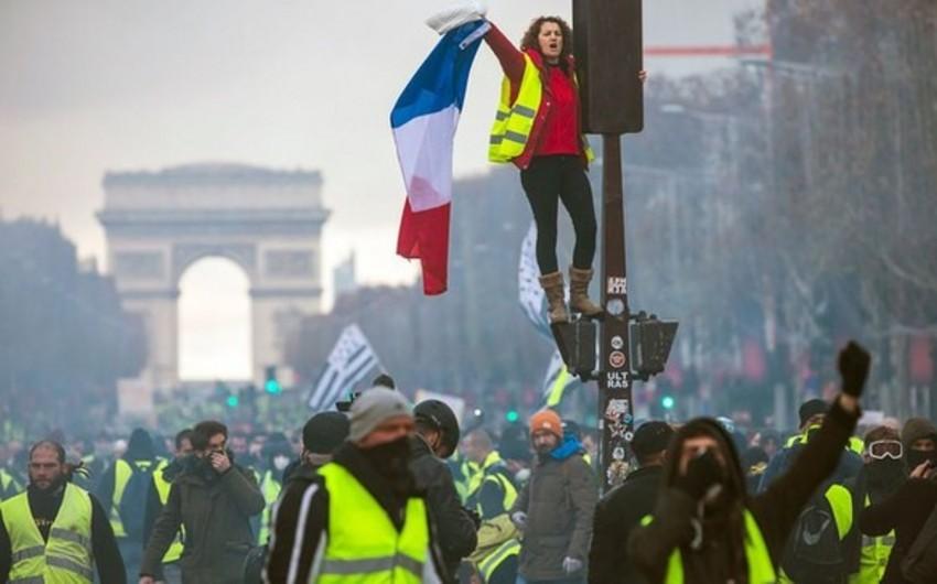 Число задержанных на манифестации в Париже выросло до 30 человек
