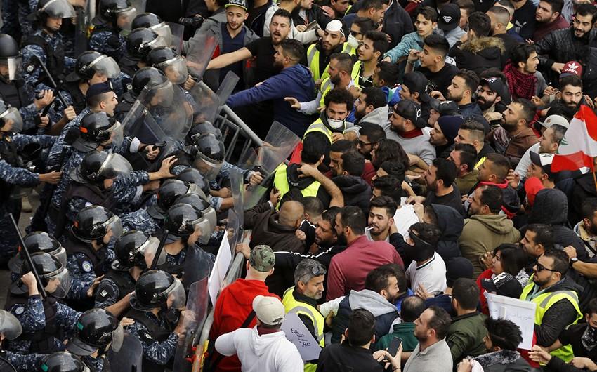 Beyrutda qiymət artımına qarşı aksiya toqquşma ilə nəticələnib