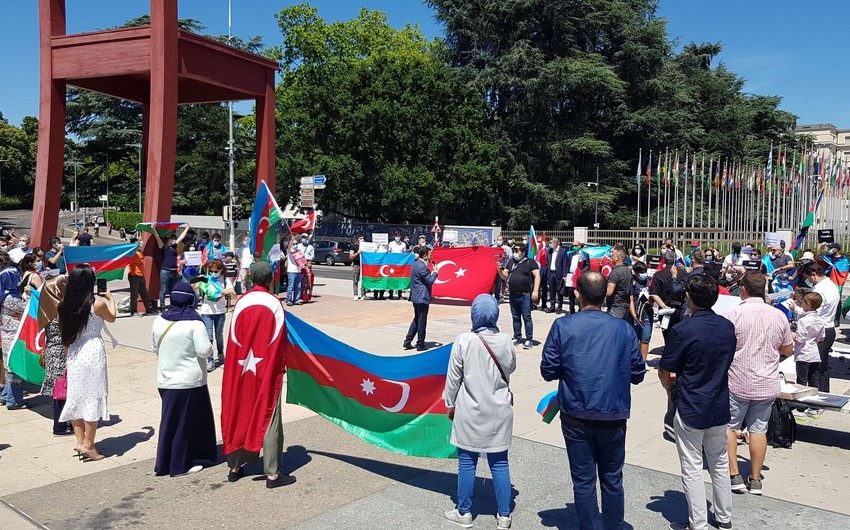 Азербайджанцы провели акцию перед штабом ООН в знак протеста против провокации армян
